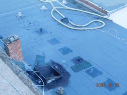 Egy idősotthon teteje kapott lángra Karcagon